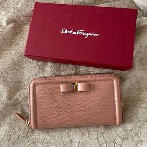 Salvatore Ferragamo NIB blush pink bow detail Vara zip wallet